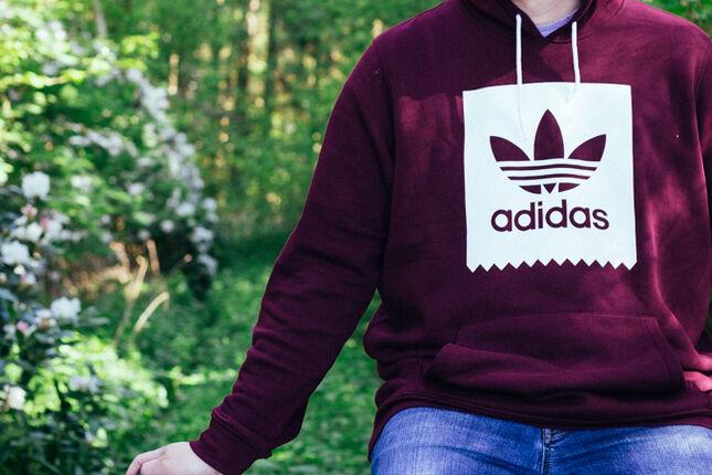 Mein Adidas Hoodie in Bordeaux