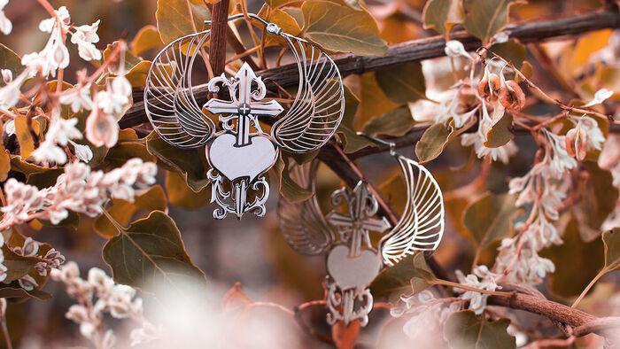 Für starke Kriegerinnen – die Winged Heart Dagger Hoops von Mysterium